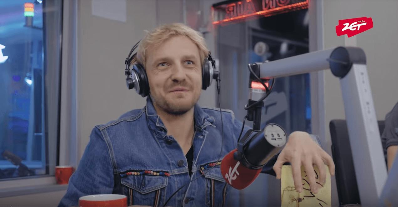 """Paweł Domagała w Radiu ZET. Zaśpiewał """"Last Christmas"""" [video]"""